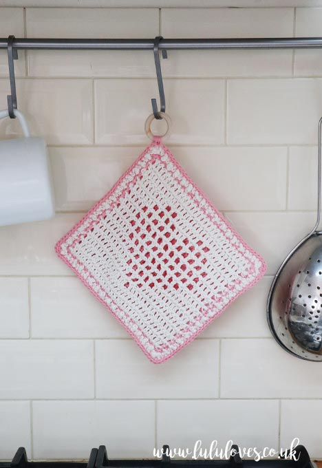 Free Crochet Pattern - Sweetheart Pot Holder | Lululoves Crochet Blog #crochetpatterns #freecrochetpatterns