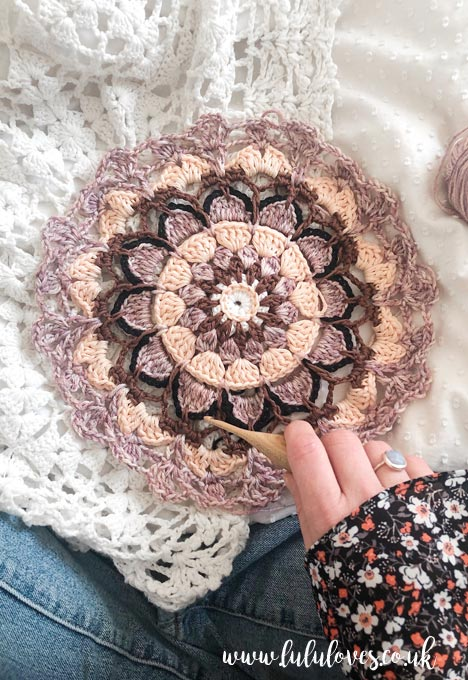 Lululoves Crochet Podcast episode 23: Pretty Petals Mandala