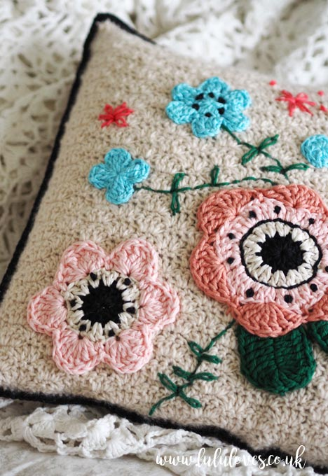 Lululoves: Crochet Cushion