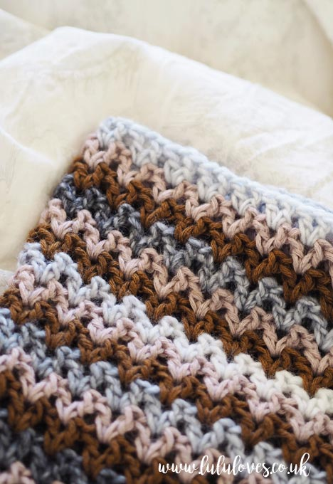 Lululoves: Crochet V-Stitch Cowl