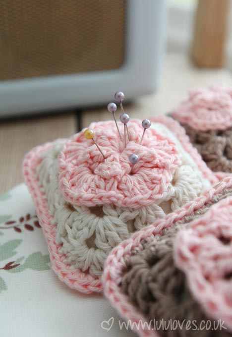 crochet-pincushion2