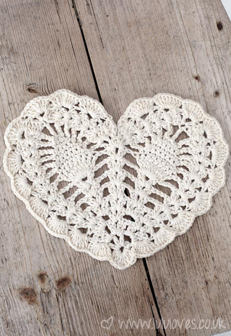 crochet pineapple heart doily